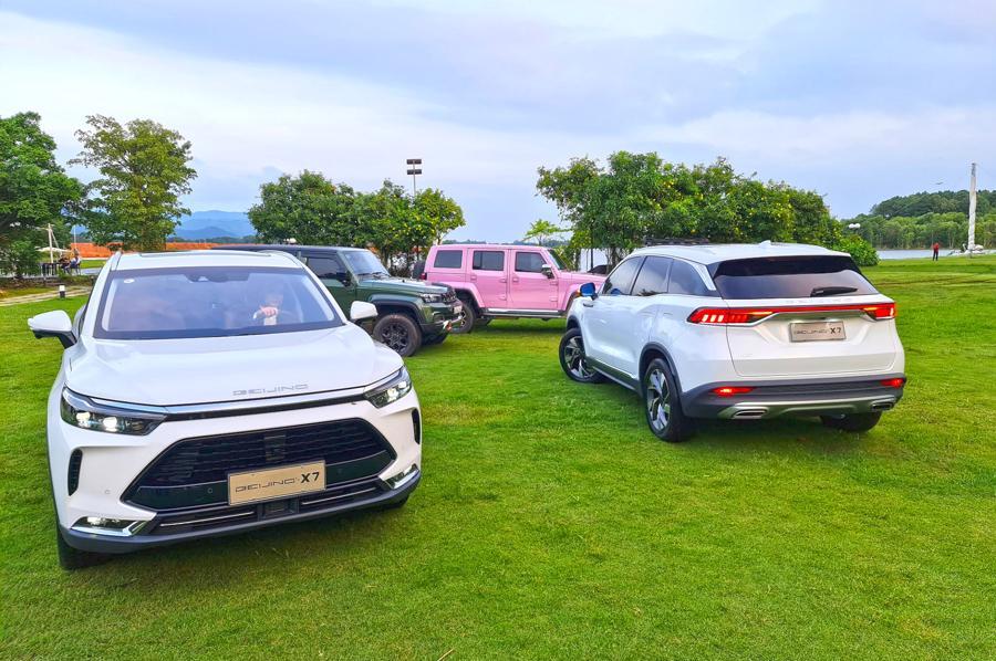 Mẫu xe Beijing X7 nhập khẩu từ Trung Quốc đang tạo nên một cơn sốt trên mạng xã hội.