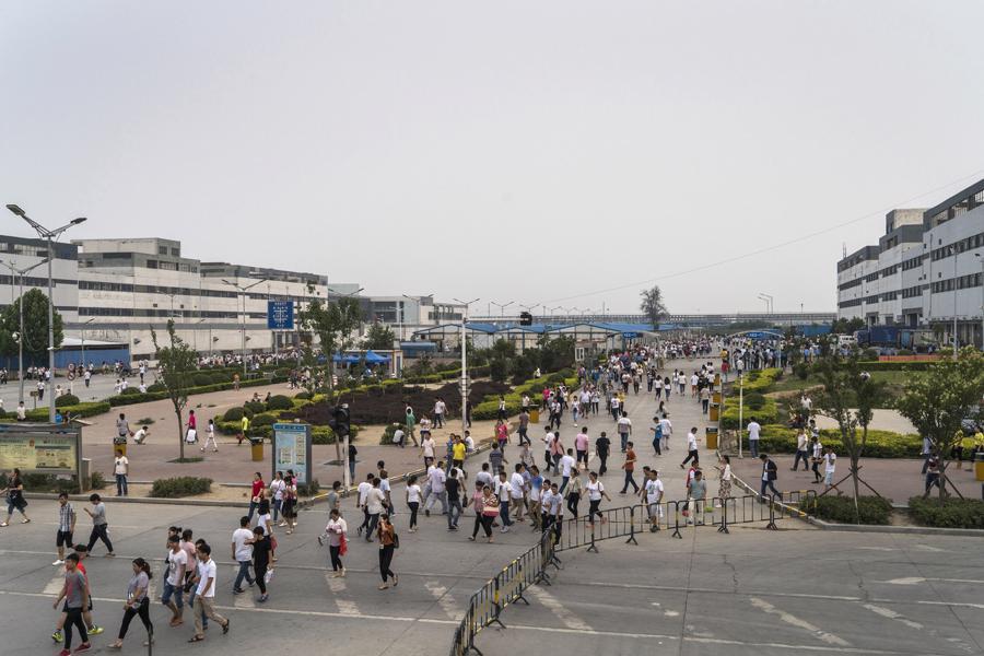 """Guồng quay hết tốc lực tại """"thành phố iPhone"""" Trung Quốc - Ảnh 4."""