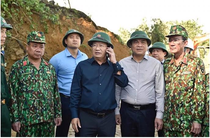 Ba vụ sạt lở đất, vùi lấp 64 người ở Quảng Nam - Ảnh 1.