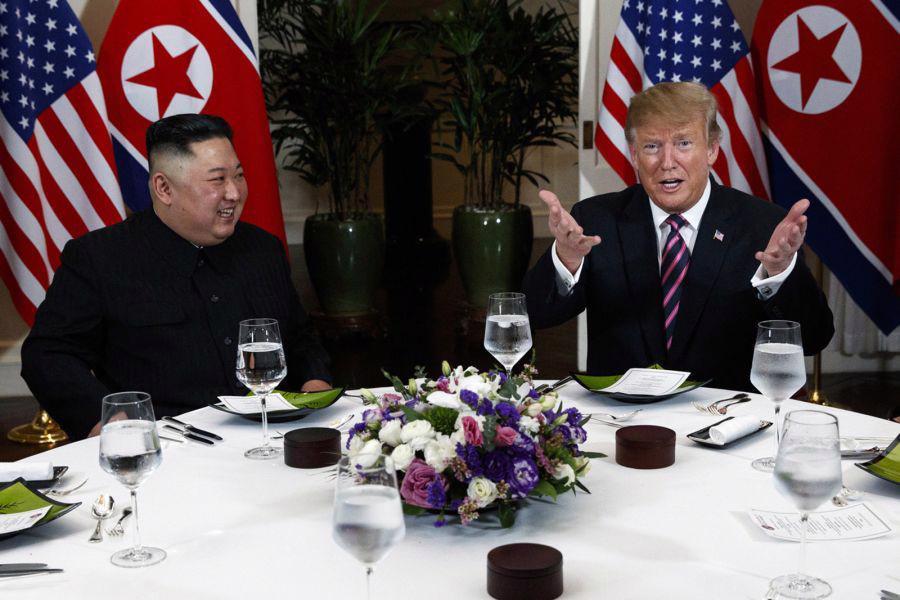 """Gặp ông Kim Jong Un, ông Trump hứa """"một tương lai tuyệt vời"""" cho Triều Tiên - Ảnh 1."""