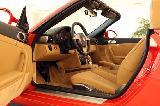 Những điều thú vị về siêu xe Porsche 911 Carrera Cabriolet - Ảnh 4