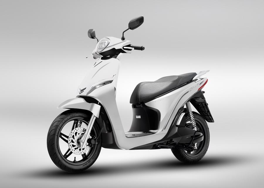 VinFast mở bán hai dòng xe máy điện mới và công bố mô hình mua sắm O2O - Ảnh 1.
