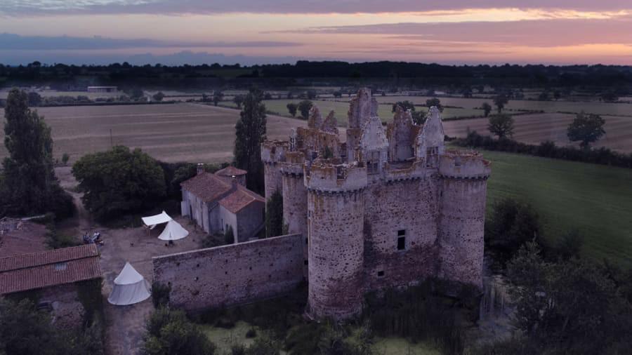 Sở hữu một phần lâu đài cổ tại Pháp với 58 USD - Ảnh 1.