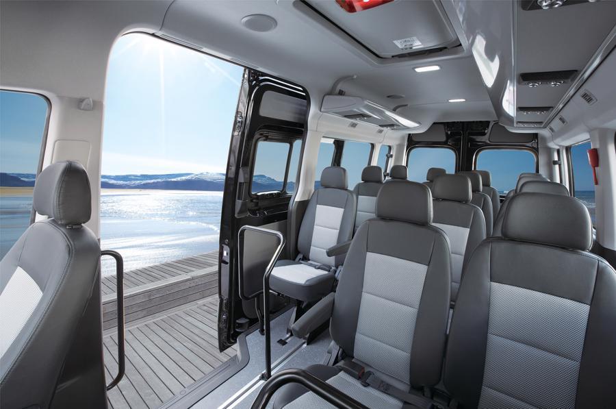 Hyundai đưa Solati về Việt Nam, cạnh tranh cùng Ford Transit - Ảnh 1.