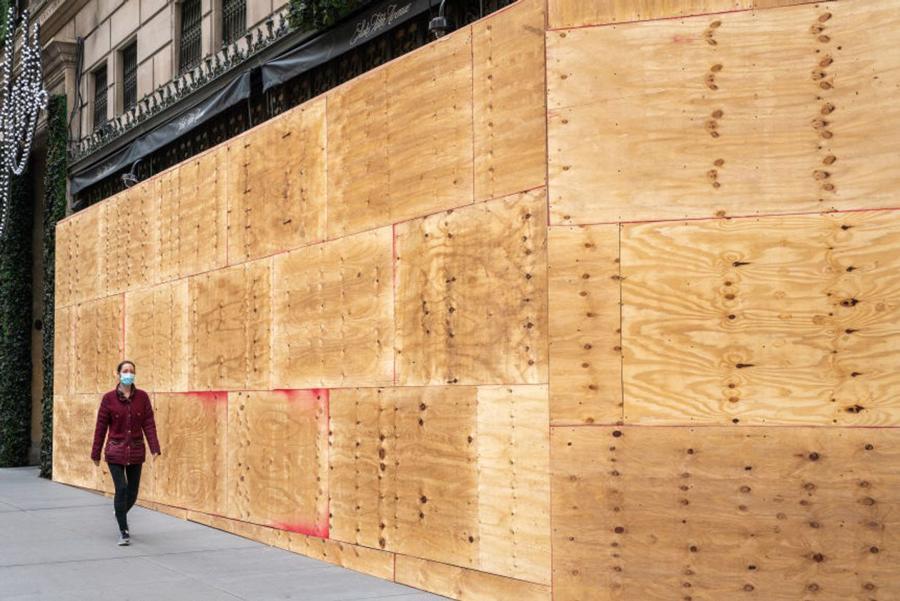 Hàng quán tại Mỹ gấp rút gia cố đề phòng biểu tình hậu bầu cử - Ảnh 6.