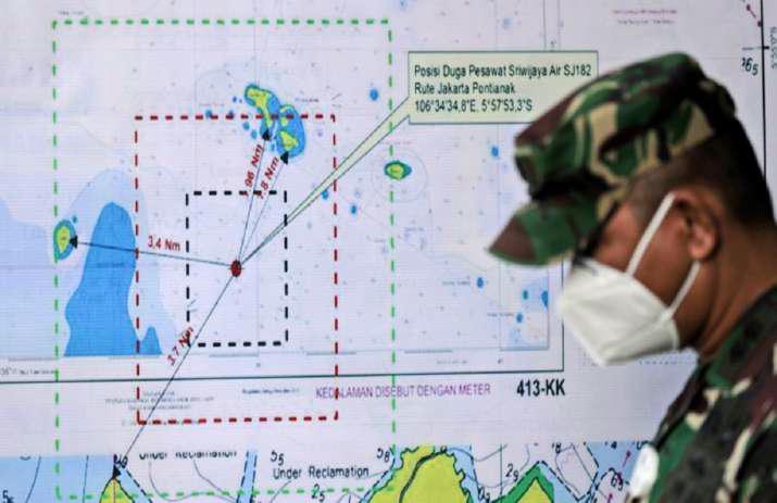 Hiện trường máy bay rơi làm 62 người chết ở Indonesia - Ảnh 11.