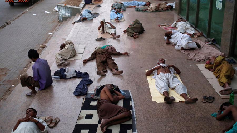 Nắng nóng trên 40 độ C, ít nhất 65 người thiệt mạng ở Pakistan - Ảnh 1.