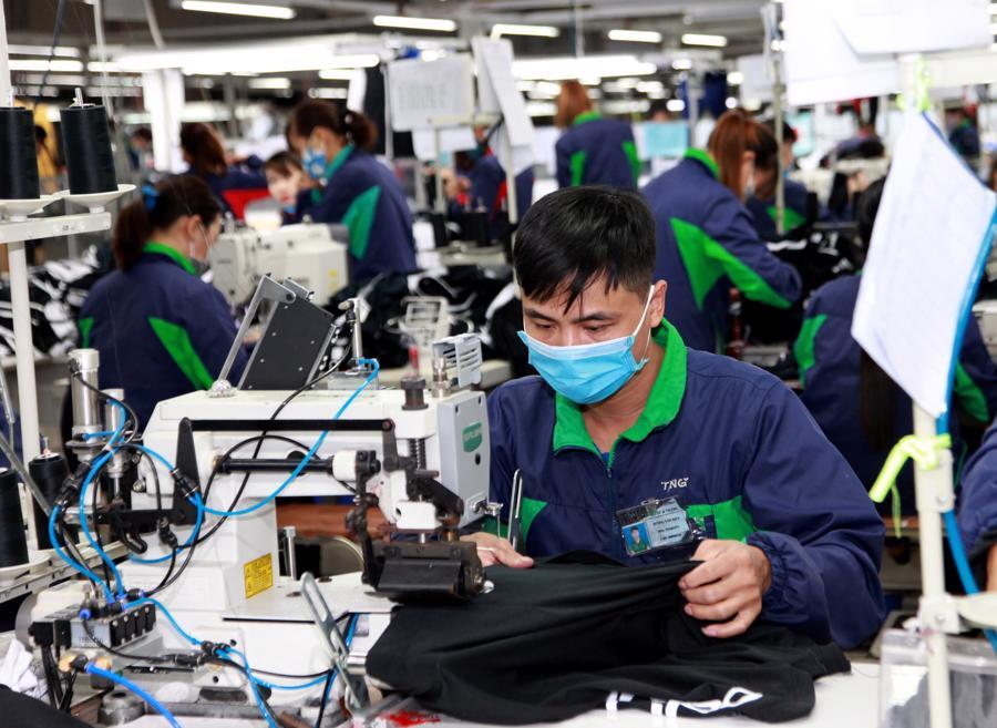 """Tăng lương tối thiểu trong năm 2021 là """"rủi ro"""" với doanh nghiệp? - Ảnh 1."""