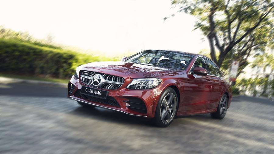 Xe sang Mercedes C 180 AMG mới giá dưới 1,5 tỷ đồng tại Việt Nam - Ảnh 1.