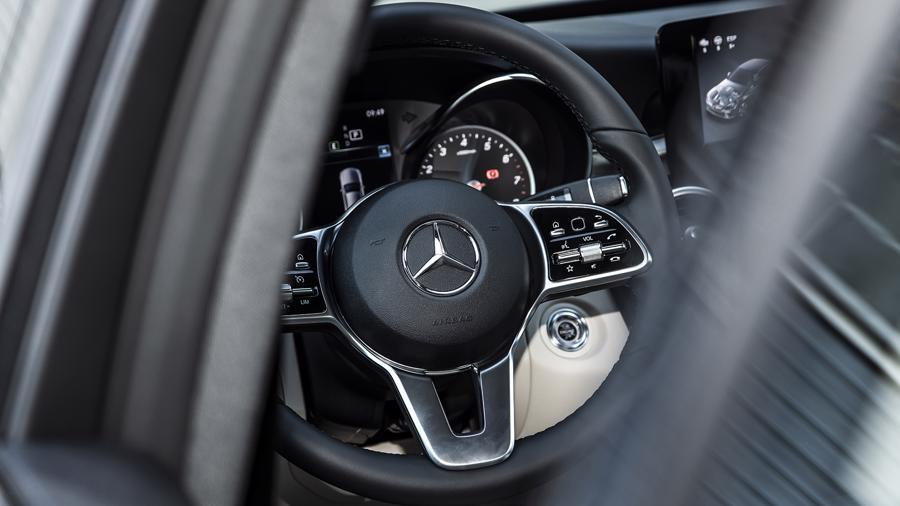Xe sang Mercedes C 180 AMG mới giá dưới 1,5 tỷ đồng tại Việt Nam - Ảnh 6.