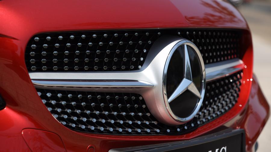 Xe sang Mercedes C 180 AMG mới giá dưới 1,5 tỷ đồng tại Việt Nam - Ảnh 1