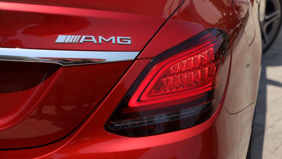 Xe sang Mercedes C 180 AMG mới giá dưới 1,5 tỷ đồng tại Việt Nam - Ảnh 2
