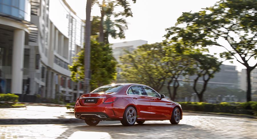Xe sang Mercedes C 180 AMG mới giá dưới 1,5 tỷ đồng tại Việt Nam - Ảnh 8.