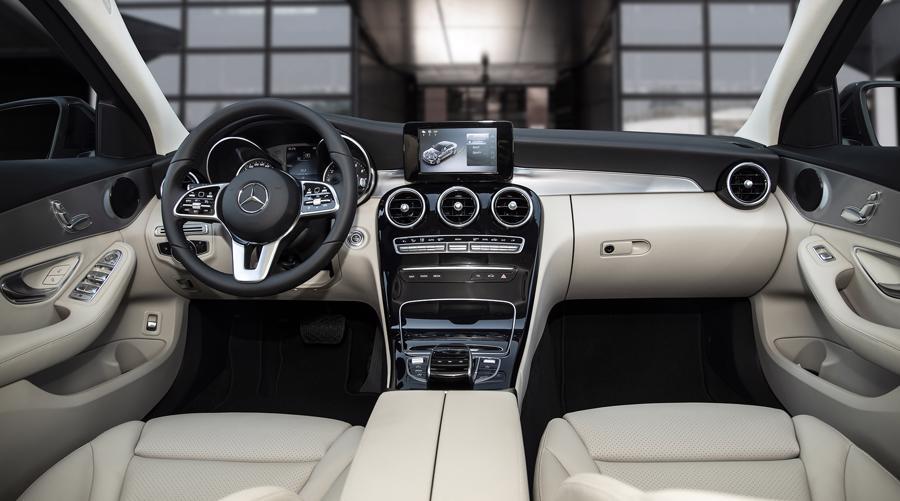 Xe sang Mercedes C 180 AMG mới giá dưới 1,5 tỷ đồng tại Việt Nam - Ảnh 4.
