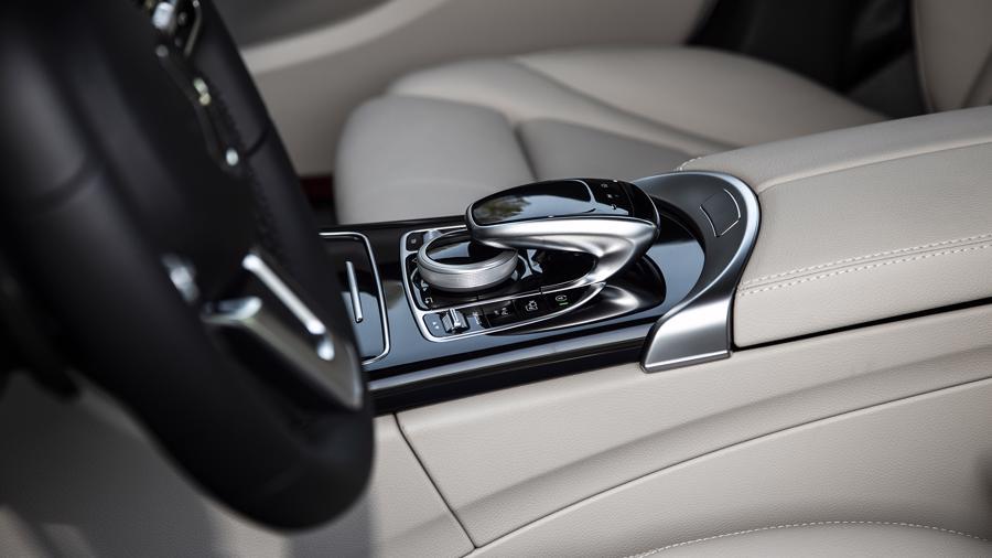 Xe sang Mercedes C 180 AMG mới giá dưới 1,5 tỷ đồng tại Việt Nam - Ảnh 4