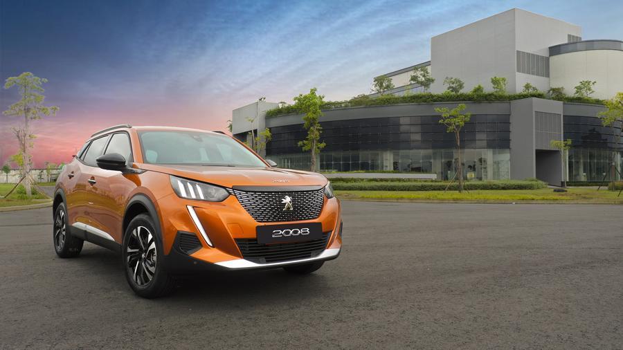 Peugeot 2008 giá 739 triệu đồng, cạnh tranh cùng Toyota Corolla Cross - Ảnh 1.