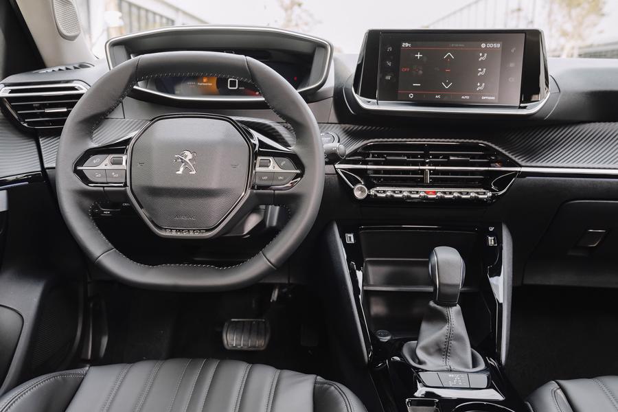 Peugeot 2008 giá 739 triệu đồng, cạnh tranh cùng Toyota Corolla Cross - Ảnh 6.