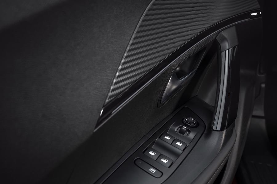 Peugeot 2008 giá 739 triệu đồng, cạnh tranh cùng Toyota Corolla Cross - Ảnh 11.