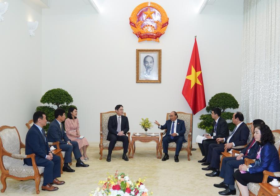 Thủ tướng đề nghị Samsung đầu tư nhà máy bán dẫn tại Việt Nam - Ảnh 1.