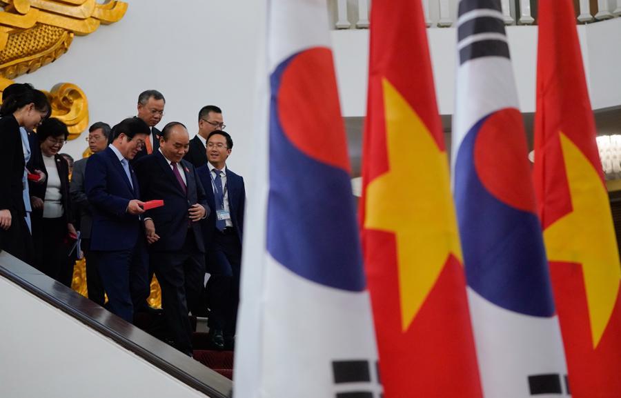 Thủ tướng đề nghị sớm đạt mục tiêu 100 tỷ USD kim ngạch Việt Nam - Hàn Quốc - Ảnh 2.
