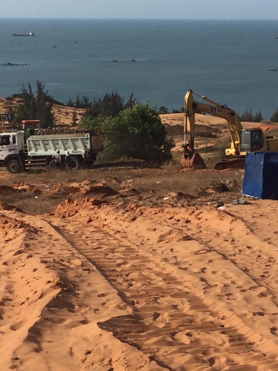 Cận cảnh công trường thi công dự án biệt thự biển giá 4 tỷ tại Phan Thiết - Ảnh 1.