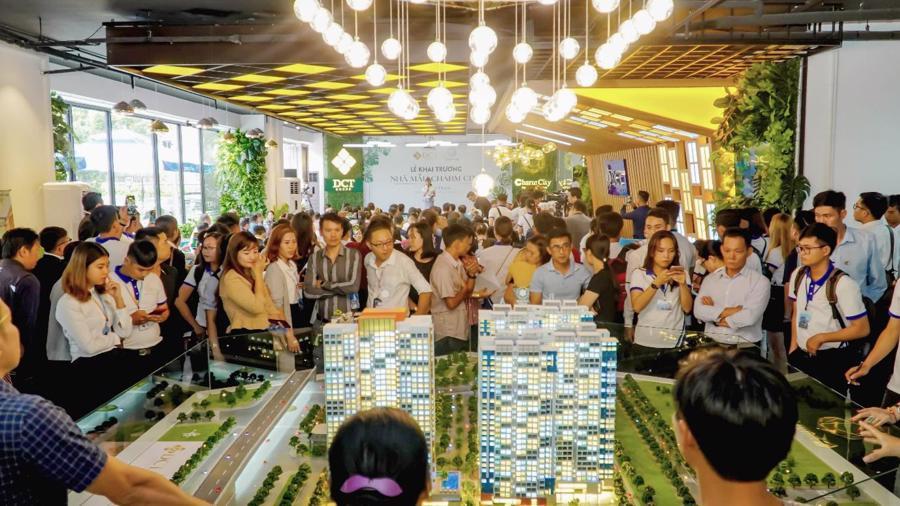 Cận cảnh sức hút lễ khai trương nhà mẫu căn hộ Charm City với Vincom Plaza trong khuôn viên - Ảnh 2.