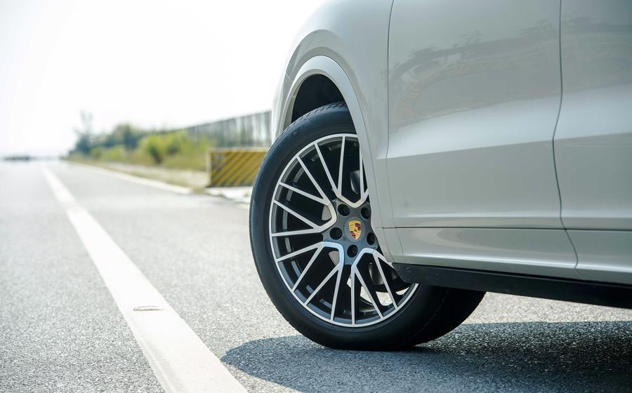 Porsche Cayenne Coupe – SUV thể thao cho người giàu trẻ tuổi - Ảnh 3