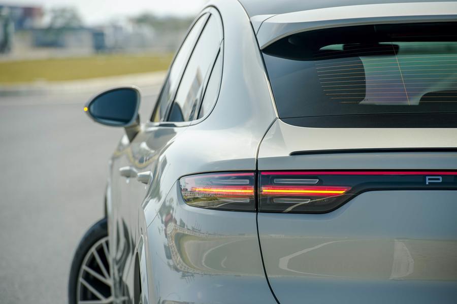 Porsche Cayenne Coupe – SUV thể thao cho người giàu trẻ tuổi - Ảnh 5