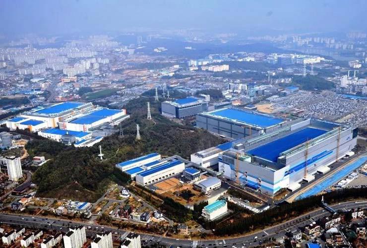 Samsung khánh thành nhà máy smartphone lớn nhất thế giới tại Ấn Độ - Ảnh 1.