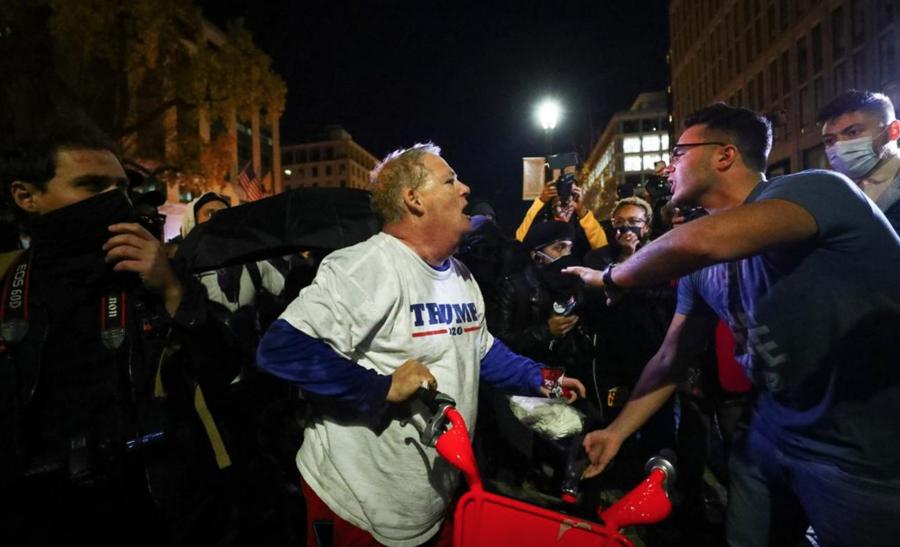 """Hàng nghìn người ủng hộ ông Trump xuống đường biểu tình, đòi """"chấm dứt gian lận bầu cử"""" - Ảnh 13."""