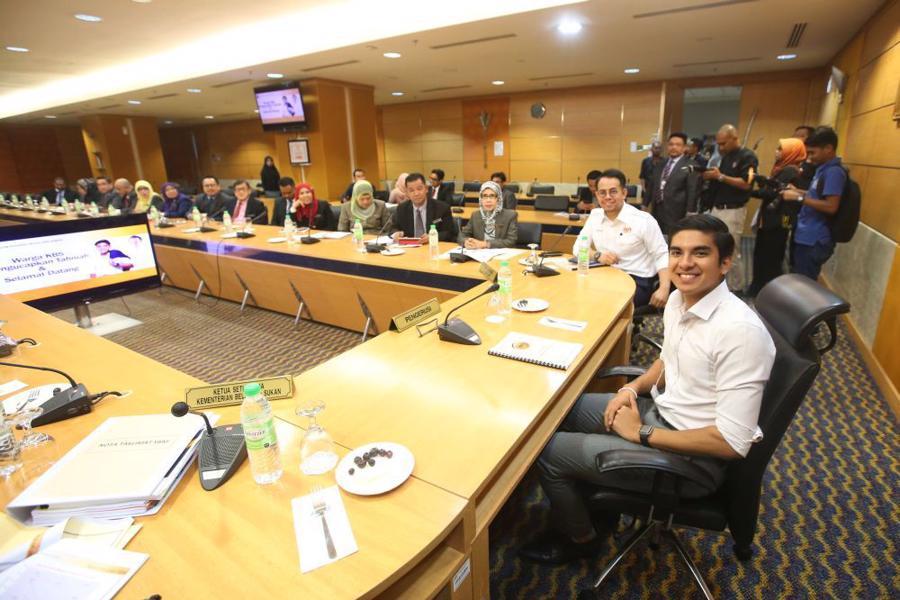 Malaysia bổ nhiệm bộ trưởng 25 tuổi - Ảnh 1.