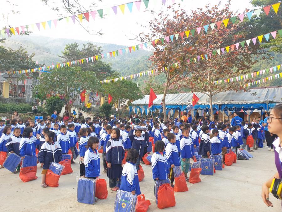 Nghệ An: Tập đoàn Tân Long trao tặng quà Tết cho người nghèo - Ảnh 2.
