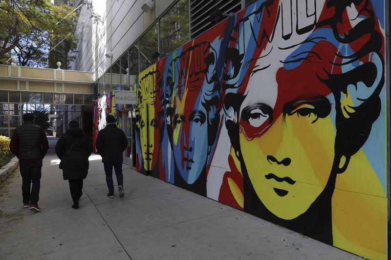Hàng quán tại Mỹ gấp rút gia cố đề phòng biểu tình hậu bầu cử - Ảnh 14.
