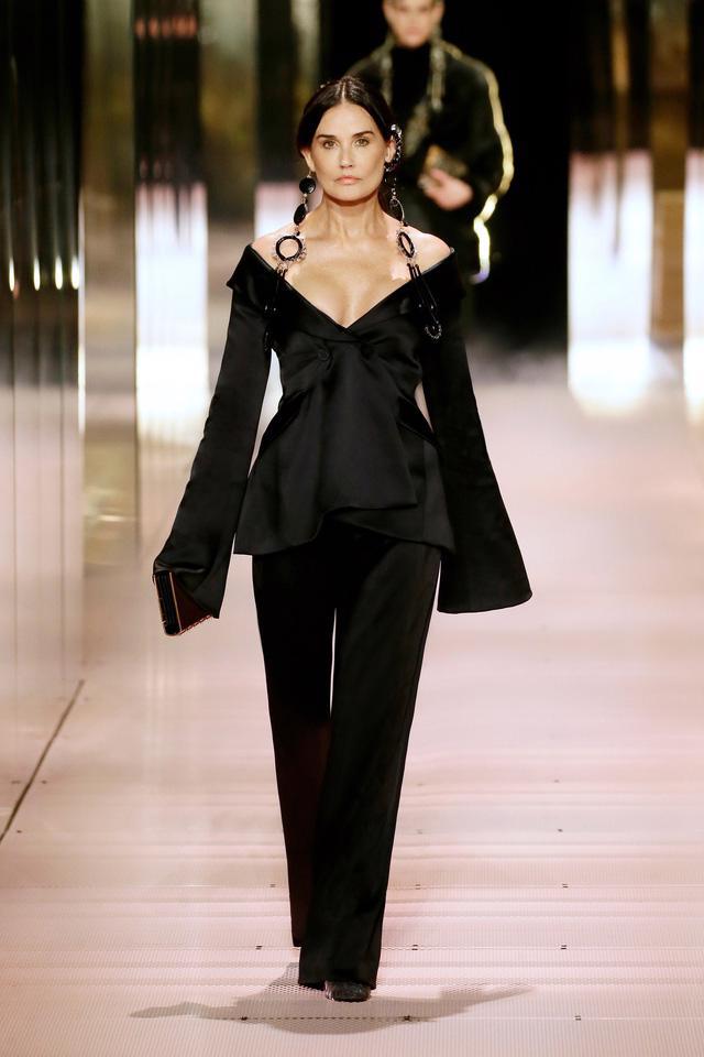 BST Haute Couture Xuân Hè 2021 của Fendi: những nữ thần cổ điển - Ảnh 1.