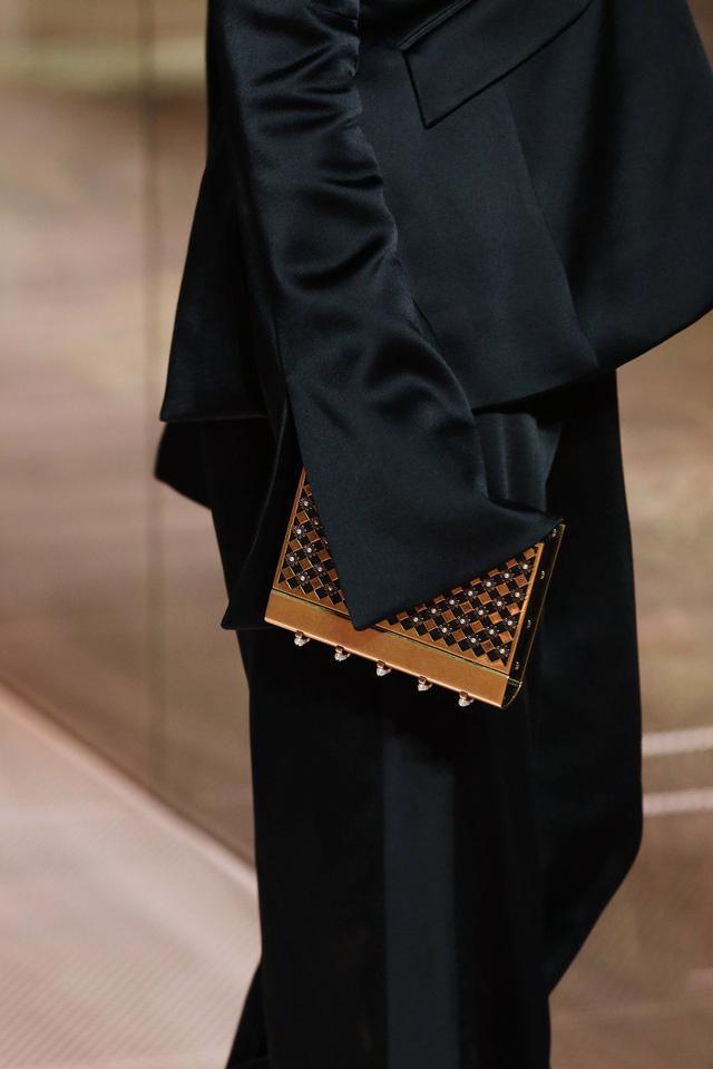 BST Haute Couture Xuân Hè 2021 của Fendi: những nữ thần cổ điển - Ảnh 13.