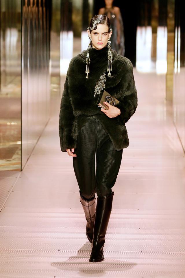 BST Haute Couture Xuân Hè 2021 của Fendi: những nữ thần cổ điển - Ảnh 5.