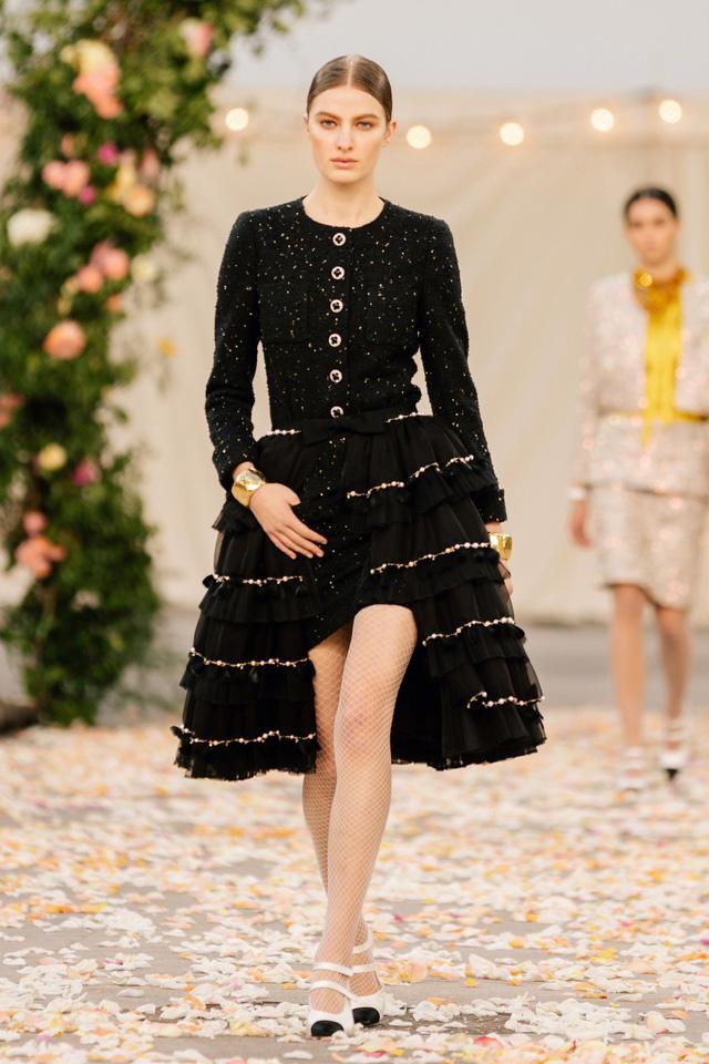 BST Xuân Hè 2021 của Chanel: vẻ thoải mái xa xỉ của thời kỳ giãn cách - Ảnh 3.