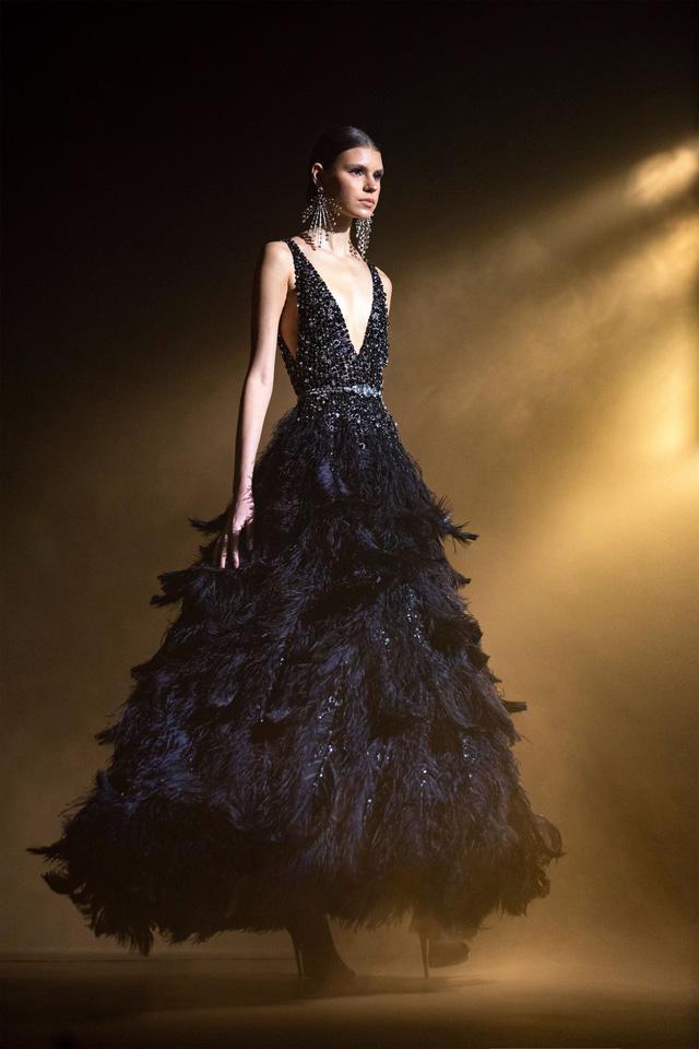 BST Haute Couture Xuân Hè của Elie Saab: nhà hát của giấc mơ - Ảnh 2.