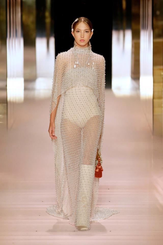 BST Haute Couture Xuân Hè 2021 của Fendi: những nữ thần cổ điển - Ảnh 3.