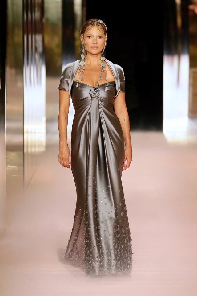BST Haute Couture Xuân Hè 2021 của Fendi: những nữ thần cổ điển - Ảnh 2.