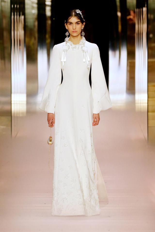 BST Haute Couture Xuân Hè 2021 của Fendi: những nữ thần cổ điển - Ảnh 9.