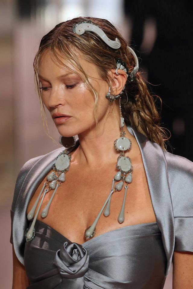BST Haute Couture Xuân Hè 2021 của Fendi: những nữ thần cổ điển - Ảnh 11.