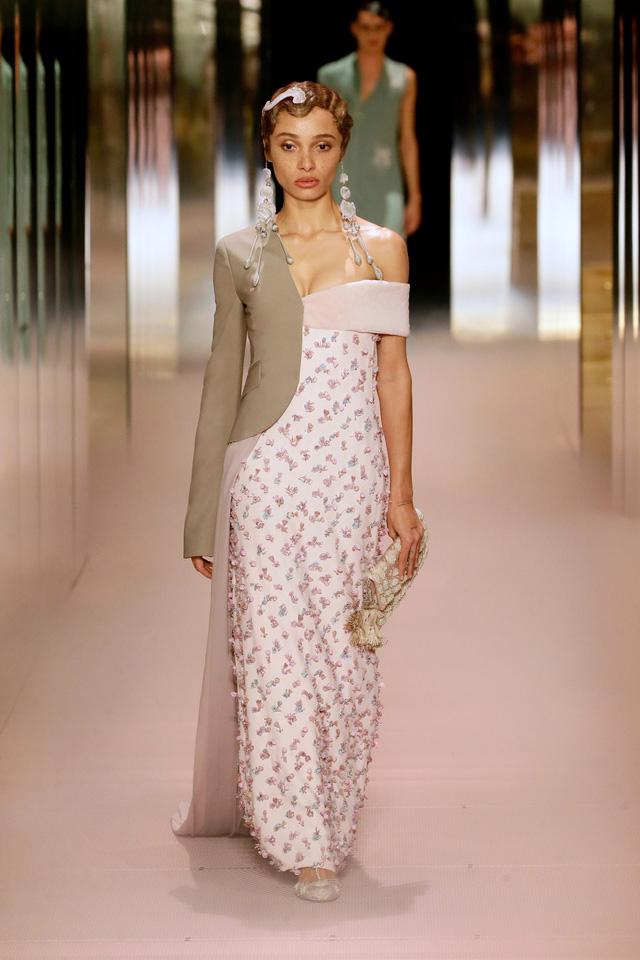 BST Haute Couture Xuân Hè 2021 của Fendi: những nữ thần cổ điển - Ảnh 14.