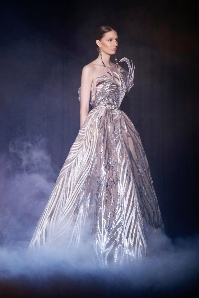 BST Haute Couture Xuân Hè của Elie Saab: nhà hát của giấc mơ - Ảnh 8.