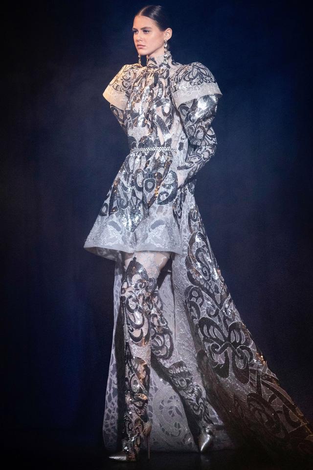 BST Haute Couture Xuân Hè của Elie Saab: nhà hát của giấc mơ - Ảnh 7.