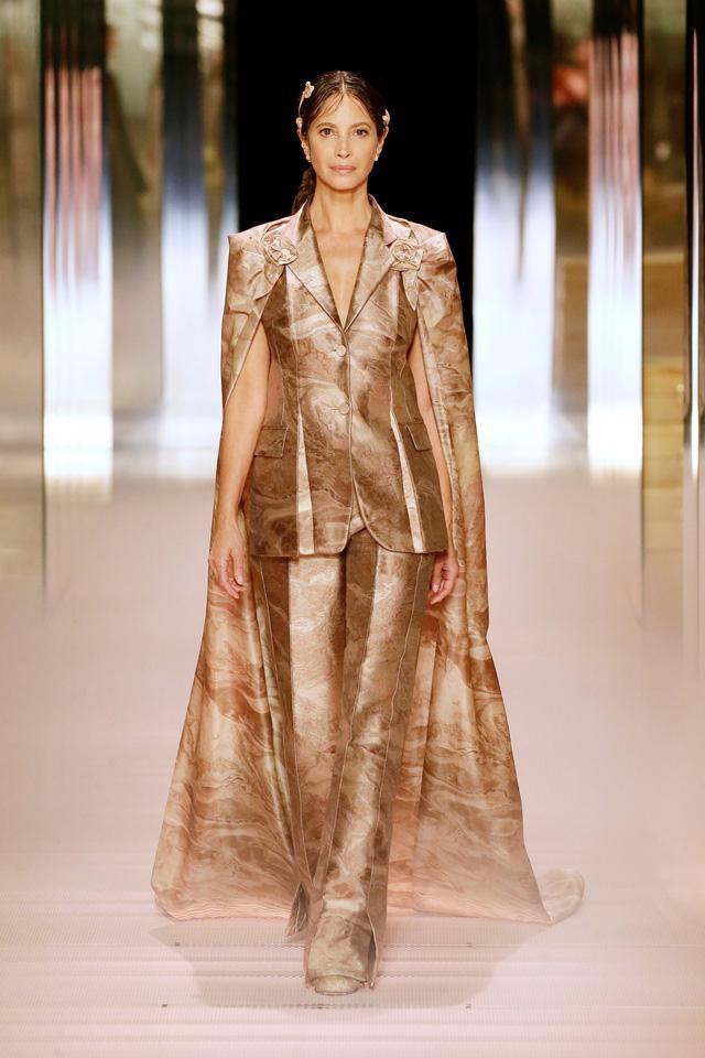 BST Haute Couture Xuân Hè 2021 của Fendi: những nữ thần cổ điển - Ảnh 8.