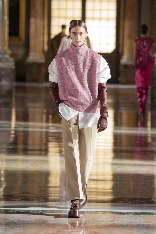BST Haute Couture 2021 của Valentino: lần đầu tiên có trang phục cho nam giới - Ảnh 13.