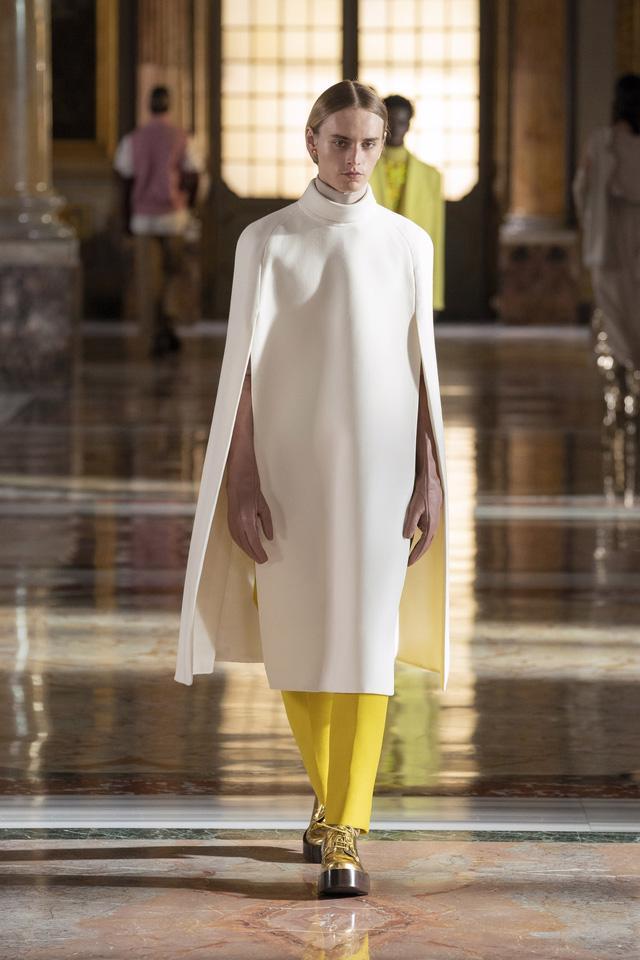 BST Haute Couture 2021 của Valentino: lần đầu tiên có trang phục cho nam giới - Ảnh 4.