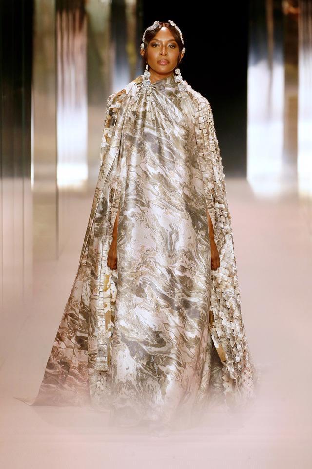 BST Haute Couture Xuân Hè 2021 của Fendi: những nữ thần cổ điển - Ảnh 15.