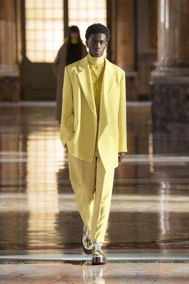 BST Haute Couture 2021 của Valentino: lần đầu tiên có trang phục cho nam giới - Ảnh 12.